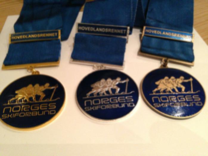3 medaljer fra hovedlansrennet. En gull, en sølv og en bronsje.